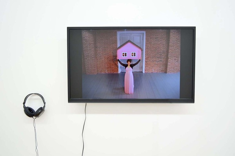 Fig 5. Elena Kovylina, Caryatid, digital video, sound 4.55, wall mounted, 2012. © Blue Oyster Gallery