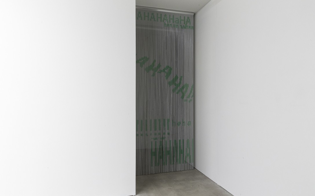 Laura Duffy, !ERROR!, 2020, installation view, aluminium chain. Image courtesy of Cheska Brown.