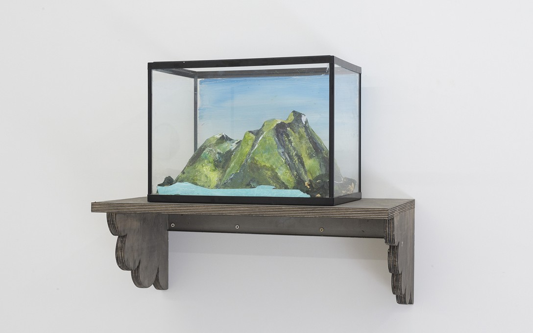 Bena Jackson and Teresa Collins, Left Bank Streetview, 2021, wire, paper mache, fish tank, plastic. Image courtesy of Cheska Brown.