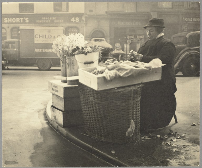 Figure 7: Marion Kirker, Street vendor, London, circa 1935-39, gelatin silver print, 242 x 301mm, Museum of New Zealand Te Papa Tongarewa: O.039029. Gift of Anne Kirker, 1993.