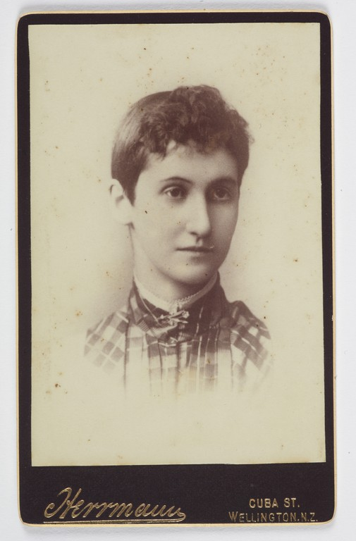 Figure 2: Louisa Herrmann, Woman, 1890s, albumen silver carte-de-visite print, 101x62mm , Museum of New Zealand Te Papa Tongarewa: O.005347. Gift of an anonymous donor, 1972.